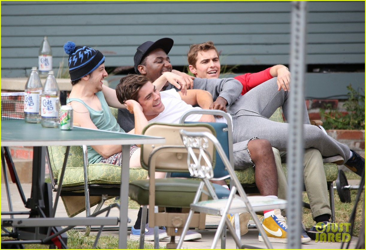 zac efron sweats it out with dave franco on townies set 032867015
