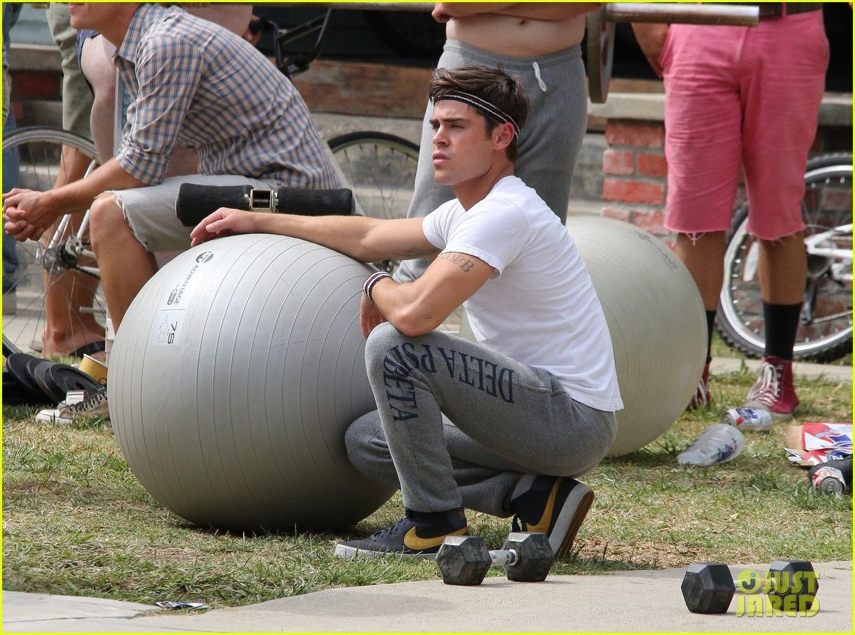 zac efron sweats it out with dave franco on townies set 162867028