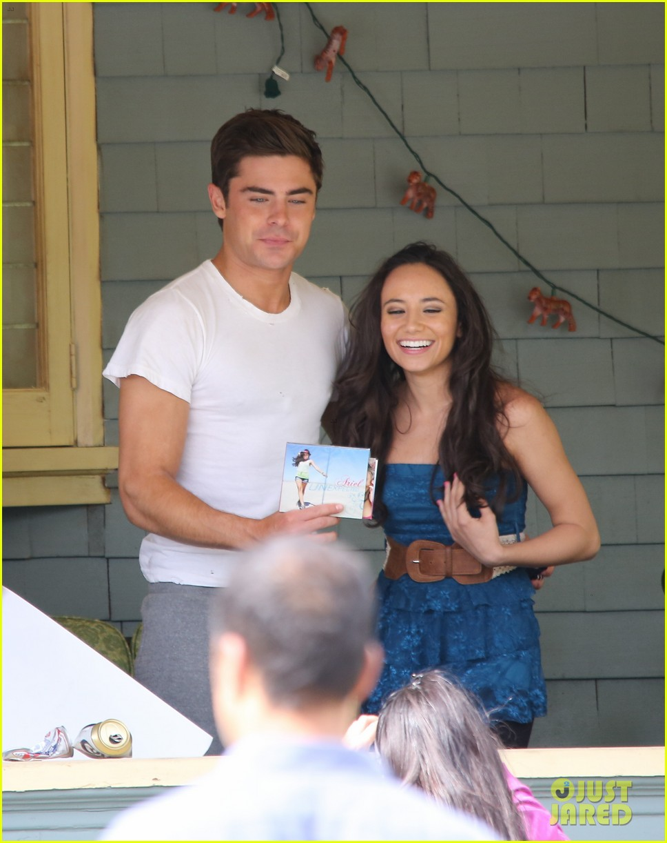 zac efron sweats it out with dave franco on townies set 192867031