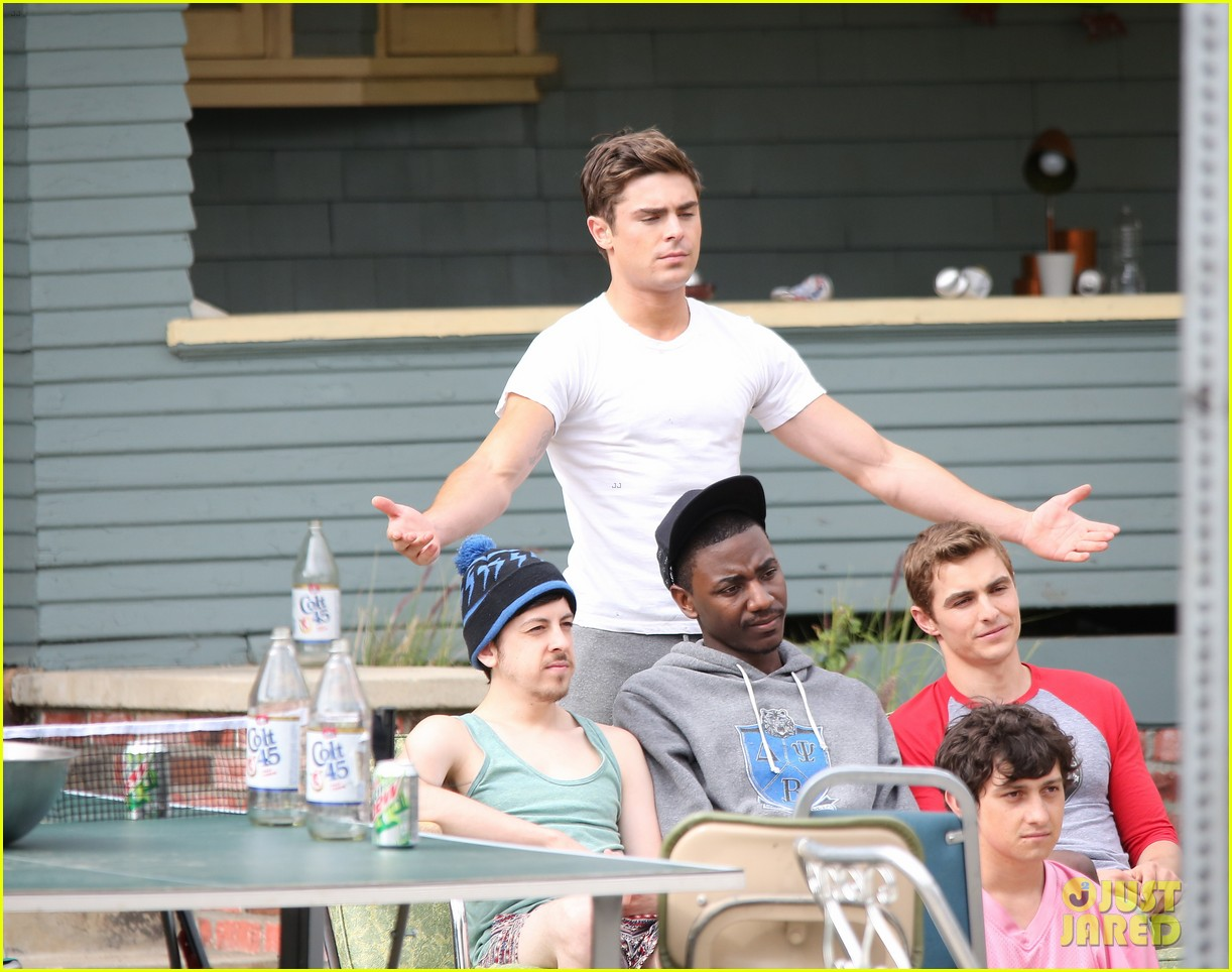 zac efron sweats it out with dave franco on townies set 202867032