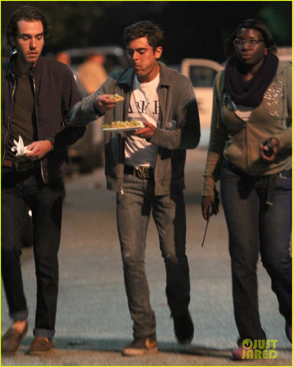 zac efron taco time for townies dinner break 012876747