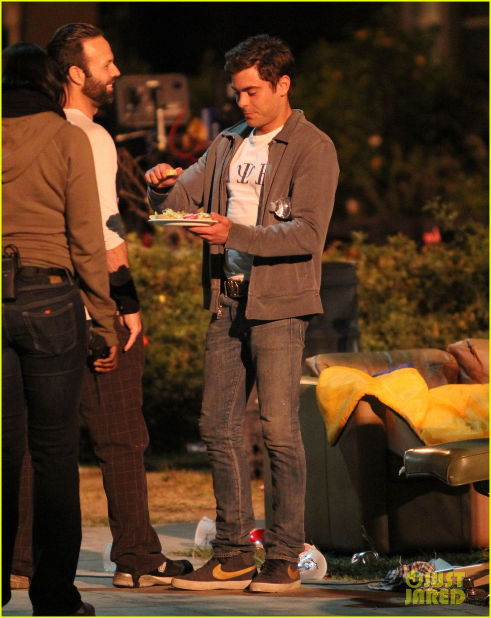 zac efron taco time for townies dinner break 21