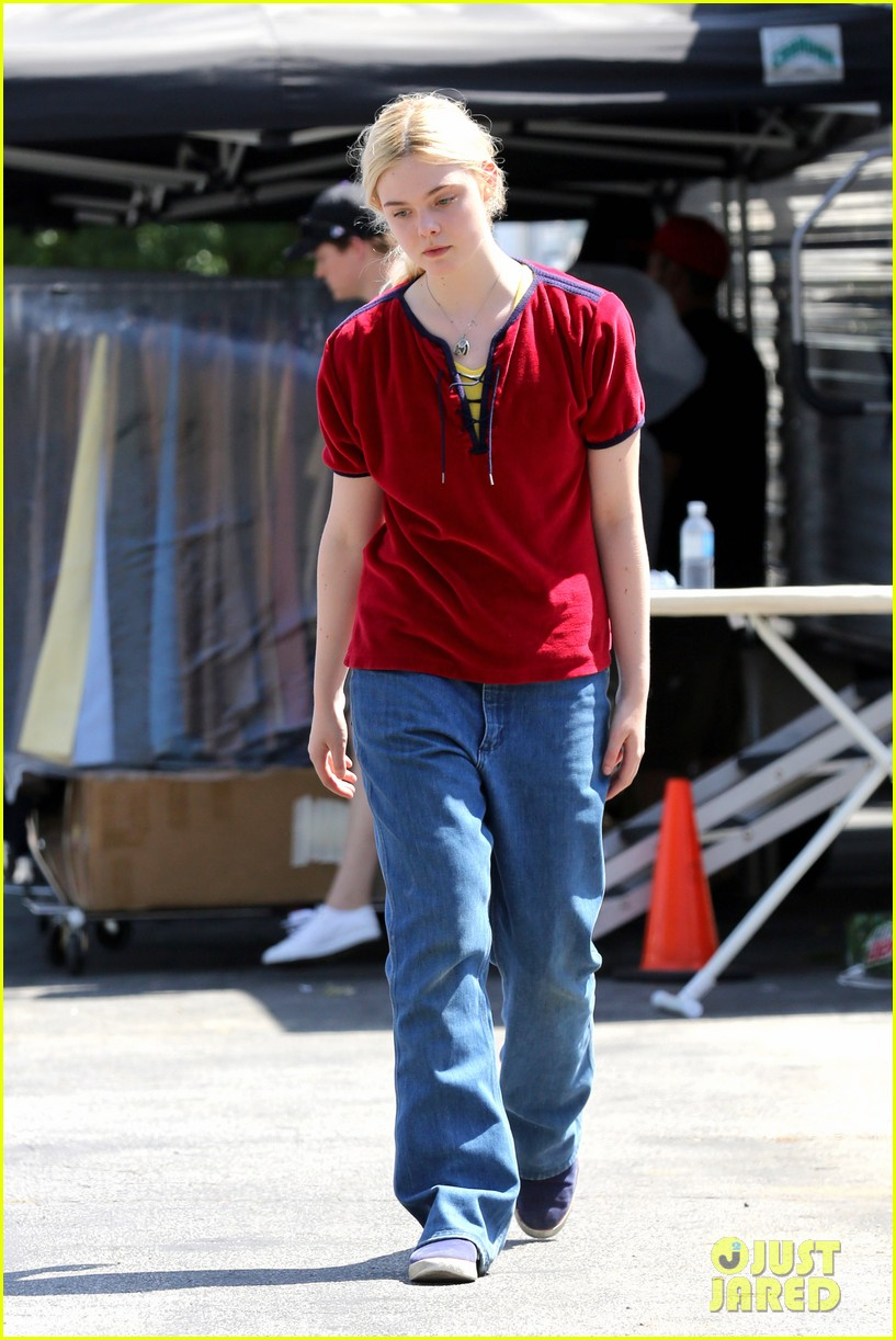 elle fanning hangs out on low down set 012876120