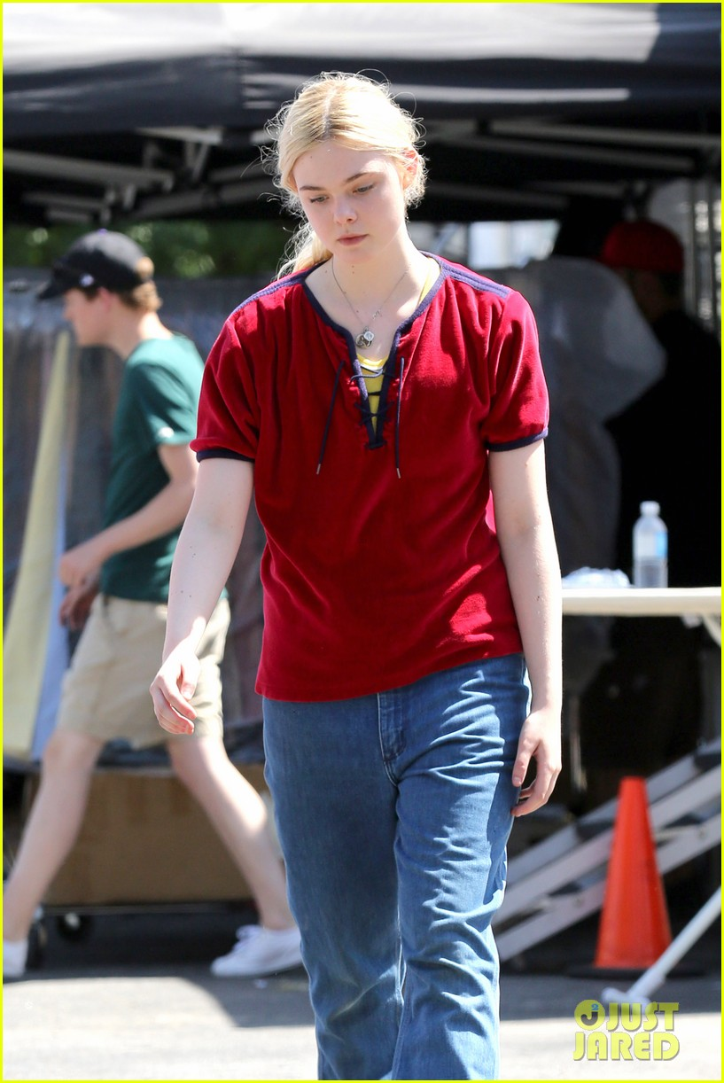 elle fanning hangs out on low down set 022876121