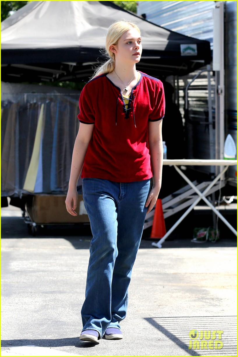 elle fanning hangs out on low down set 072876126