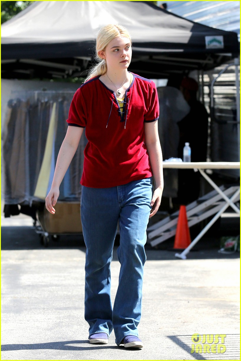 elle fanning hangs out on low down set 082876127