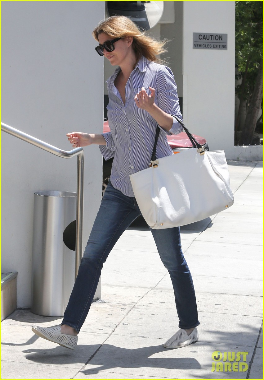 ellen pompeo gives greys anatomy showrunner funny nickname 092867337