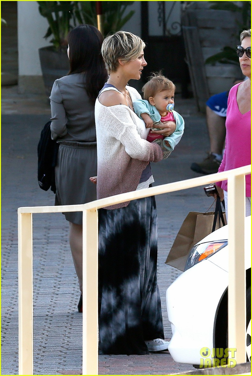 elsa pataky takes india to lunch with her mom 05