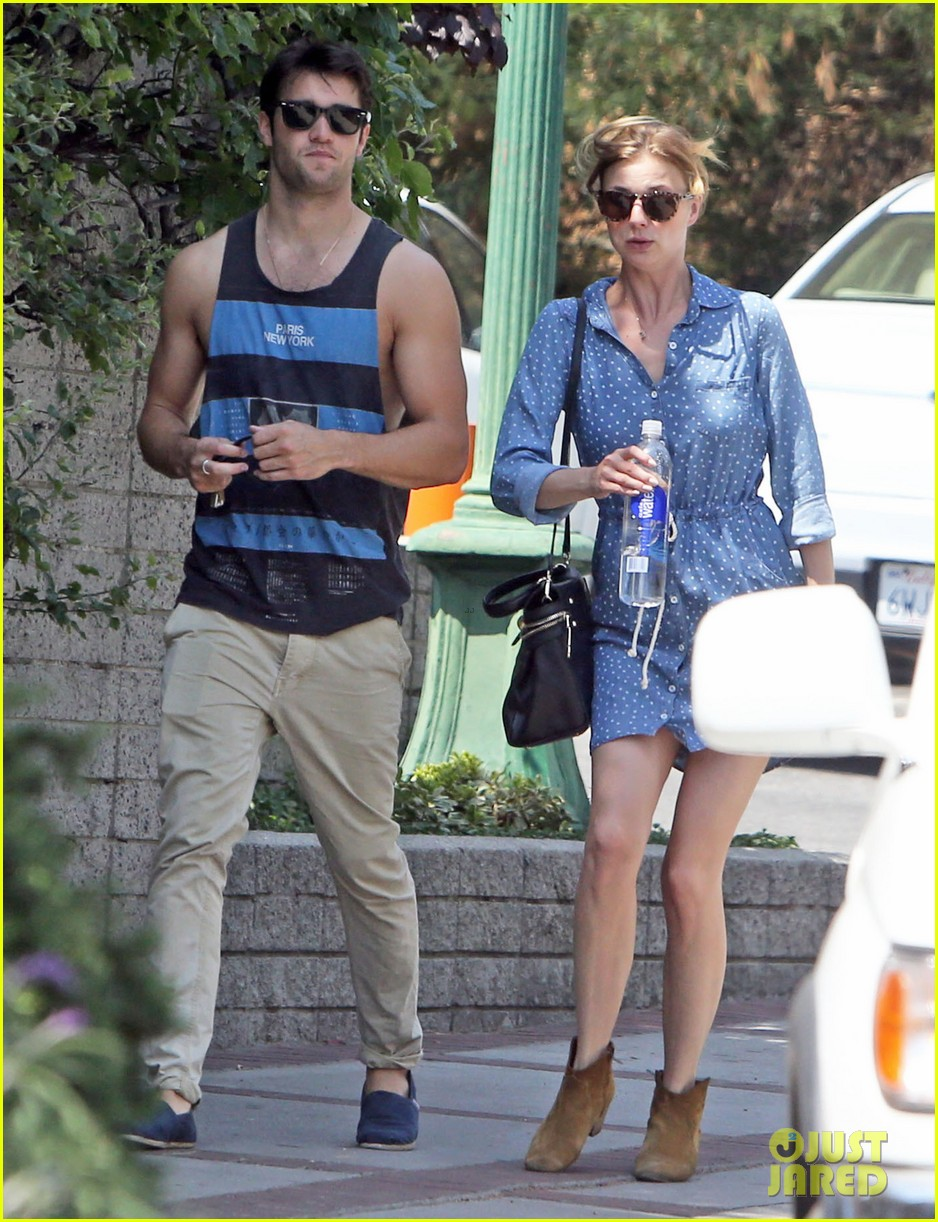 Emily VanCamp & Josh Bowman: Kisses in Hollywood!: Photo ...