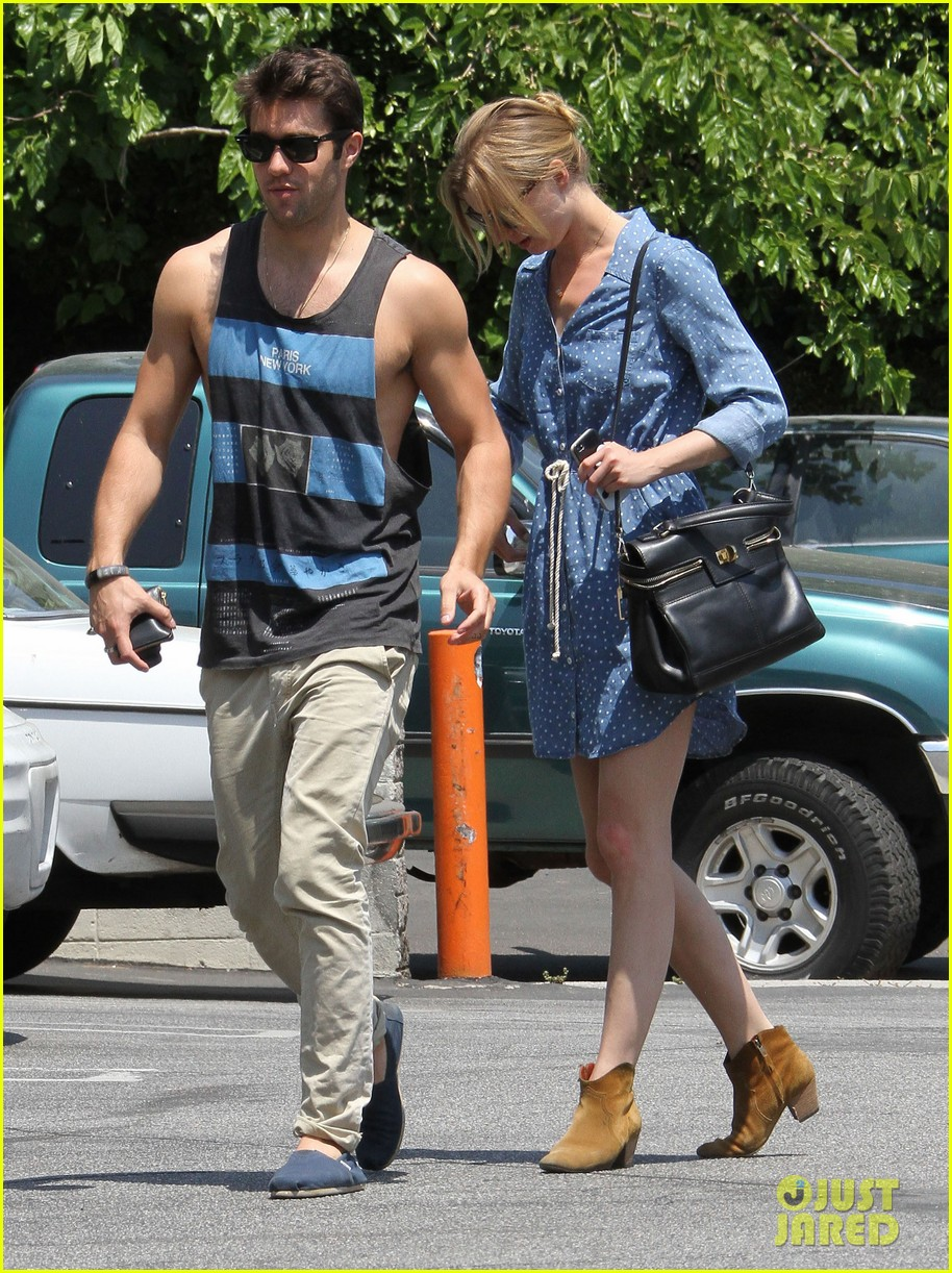 Full Sized Photo...Emily Vancamp And Joshua Bowman Dating 2013