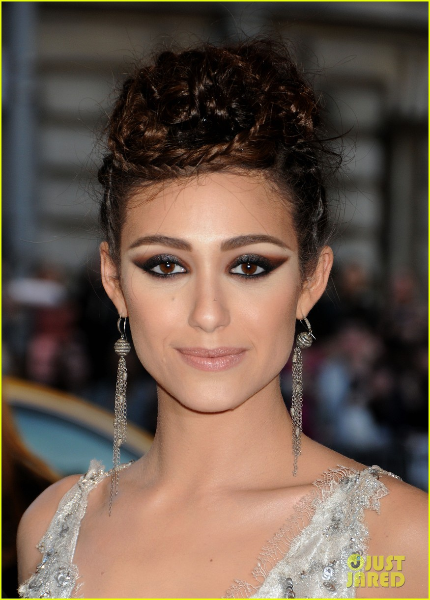 emmy rossum met ball 2013 red carpet 012865091