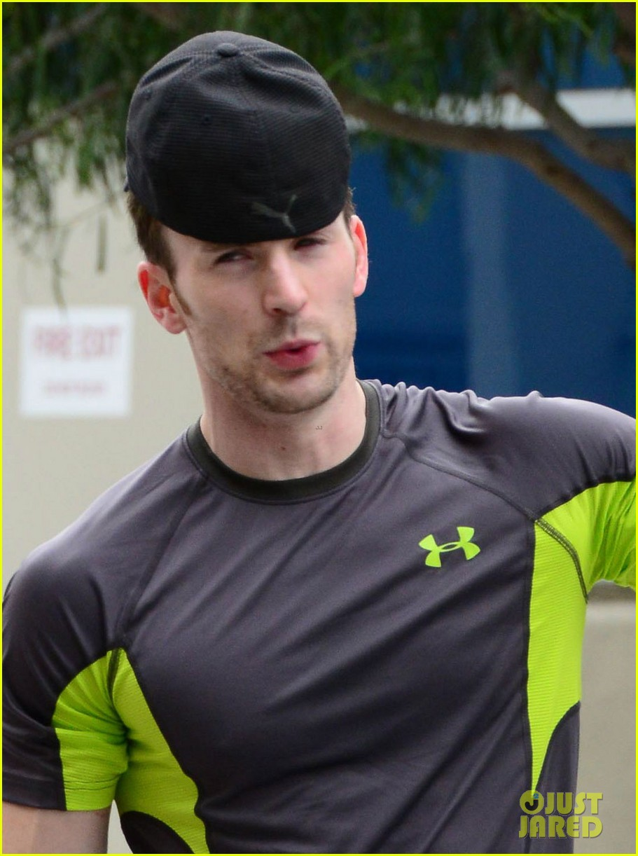 chris evans bulging biceps after weekend workout 022866682