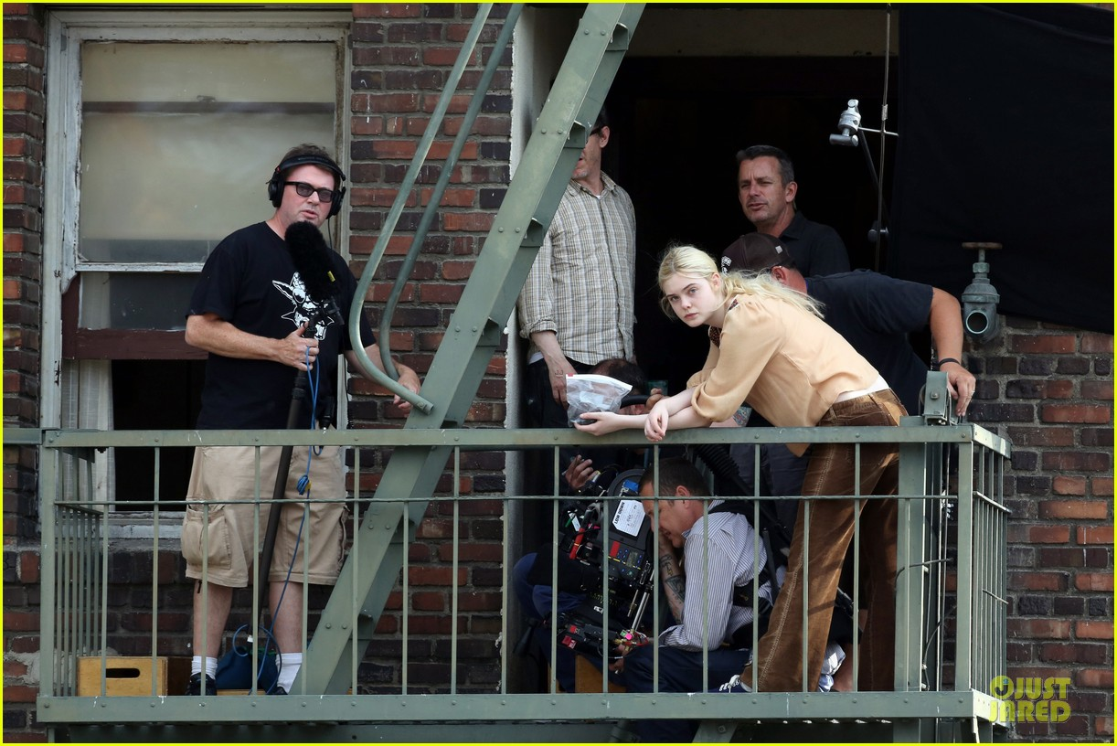 elle fanning low down set with peter dinklage 07