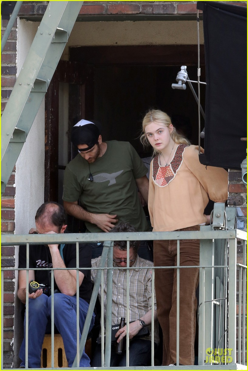 elle fanning low down set with peter dinklage 152868315