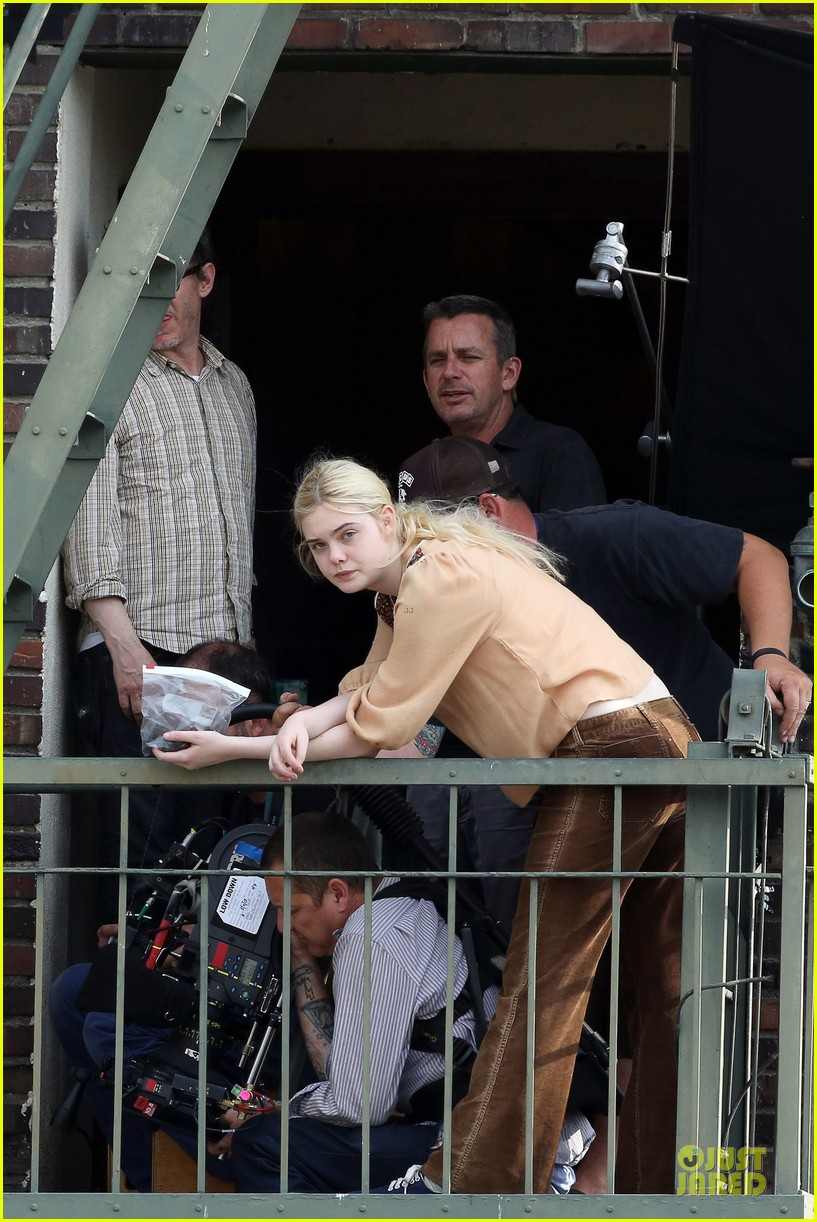 elle fanning low down set with peter dinklage 182868318