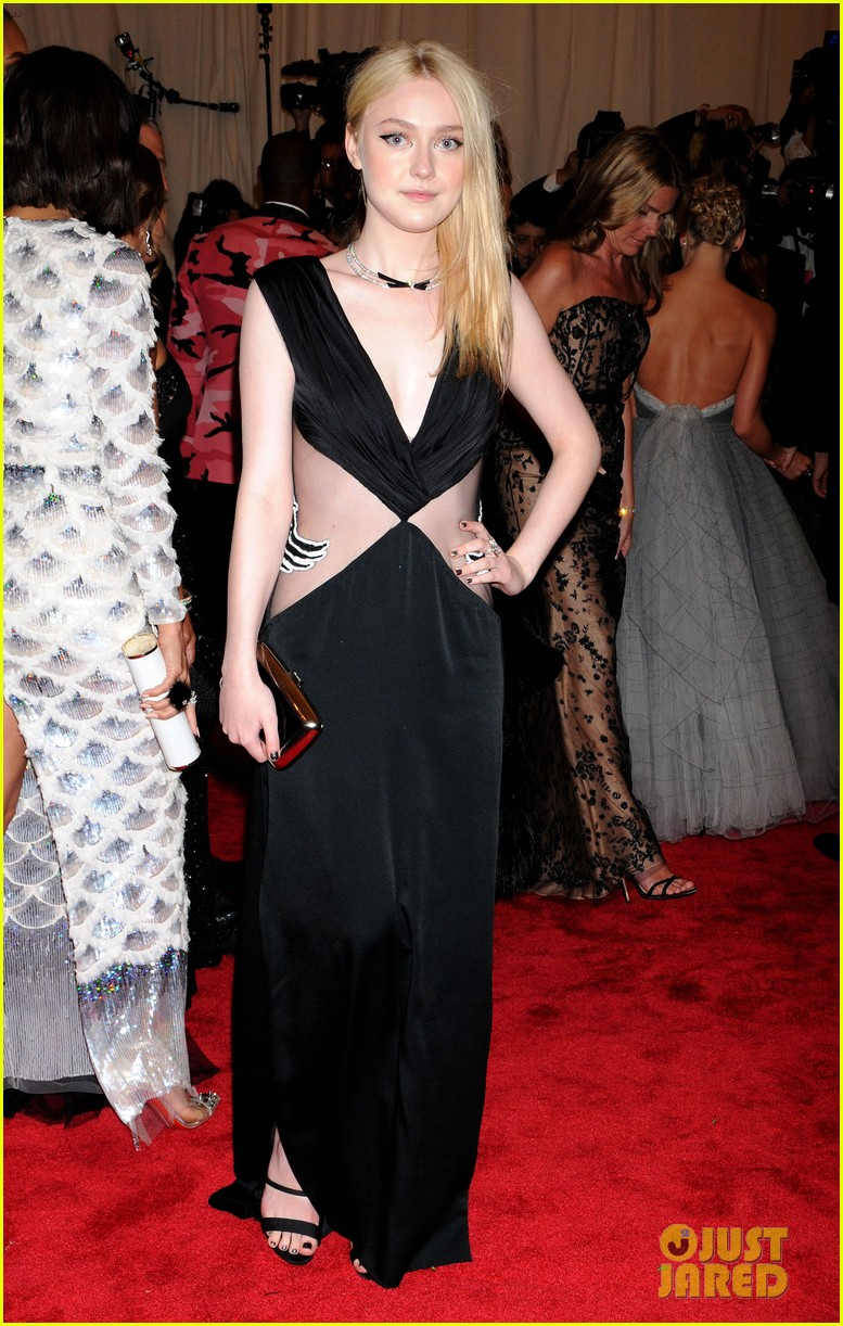 dakota elle fanning met ball 2013 red carpet 012865148