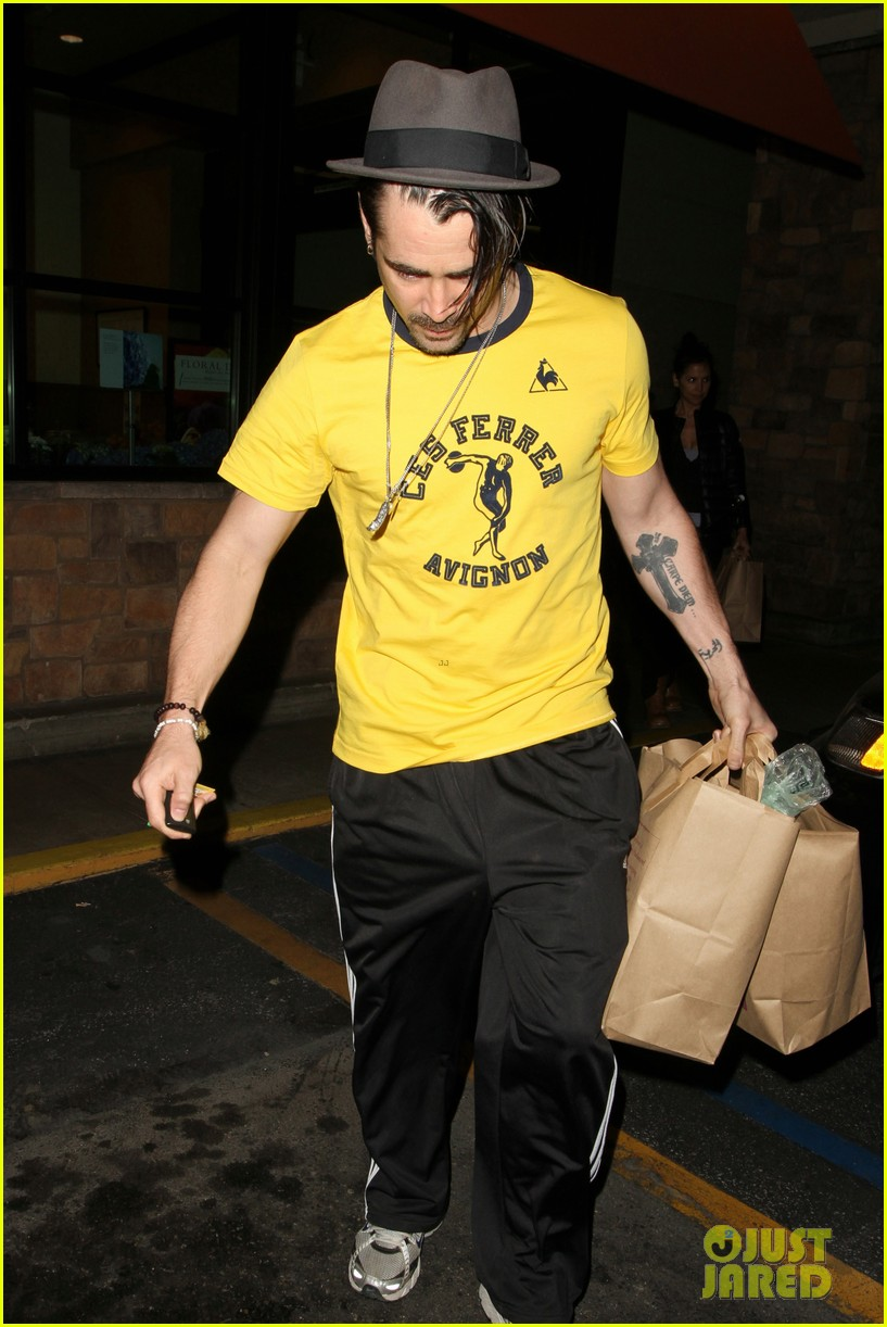 colin farrell picks up groceries on epic opening night 082878163