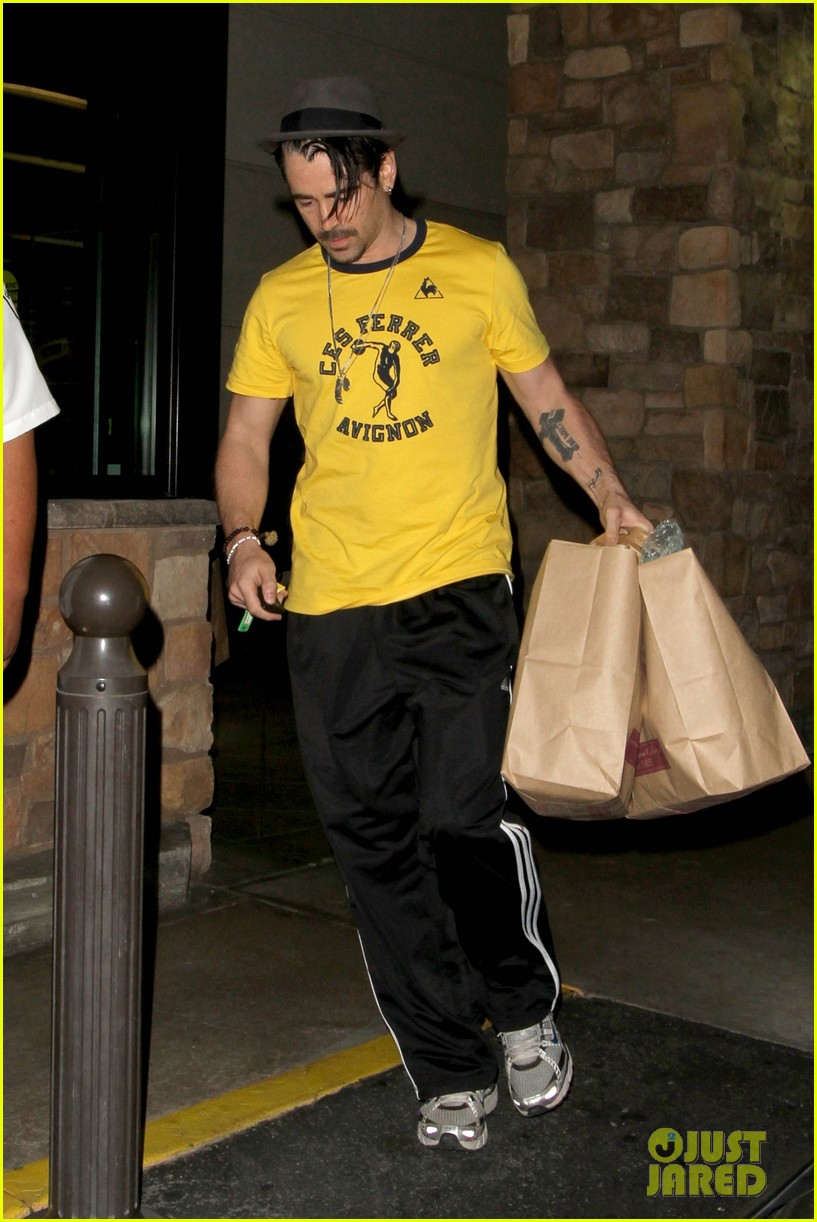 colin farrell picks up groceries on epic opening night 12