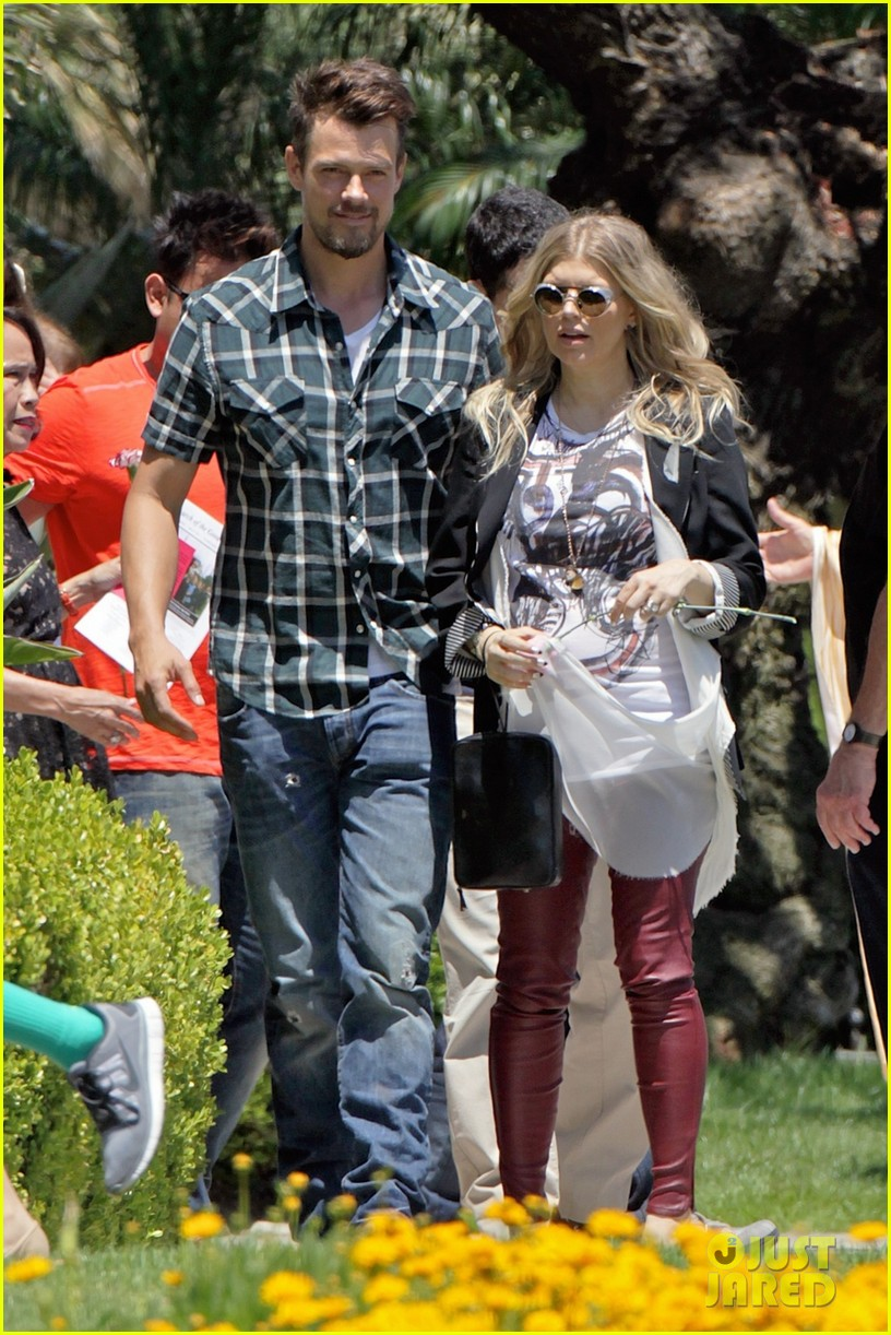 fergie baby bump church josh duhamel 012869334
