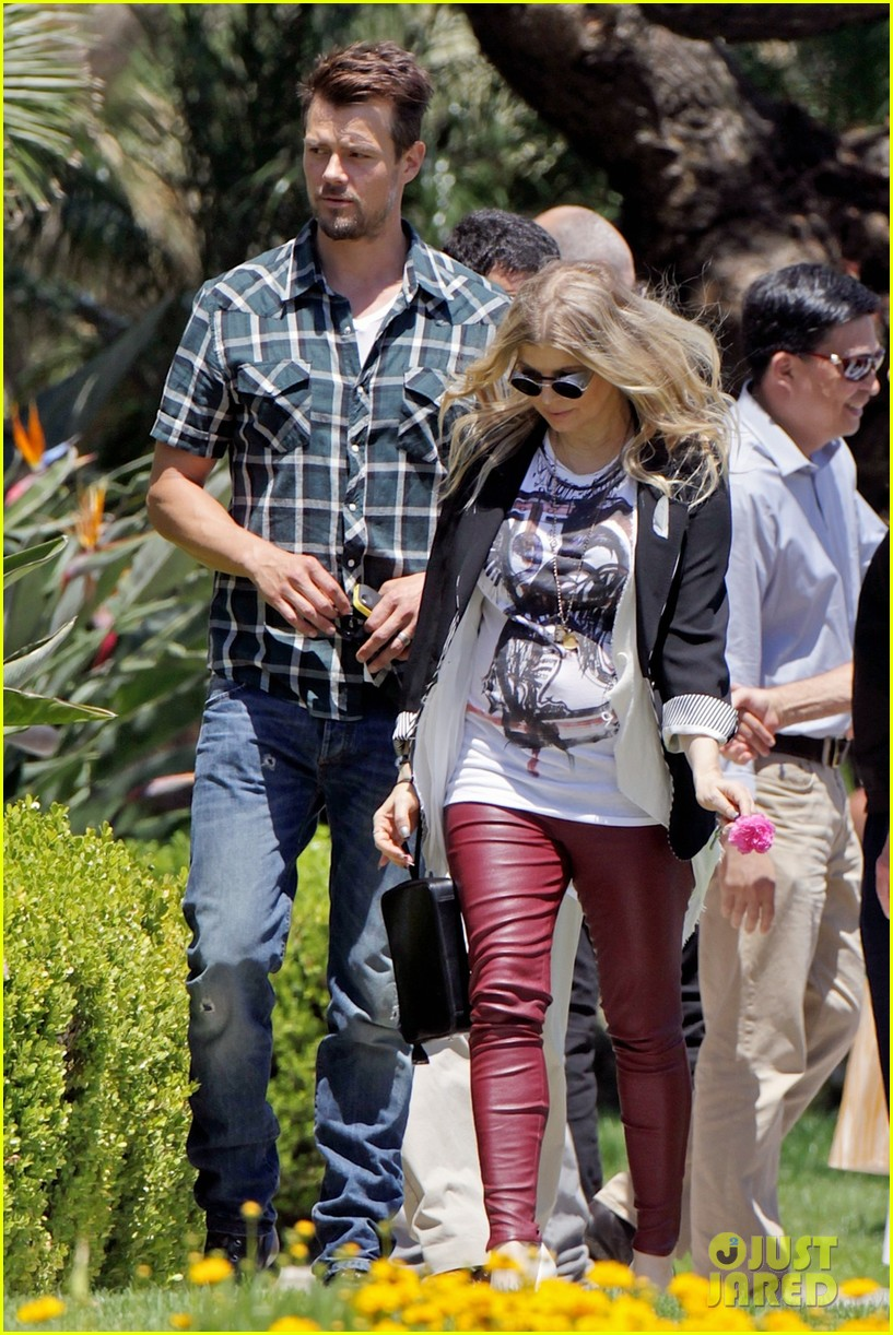 fergie baby bump church josh duhamel 052869338
