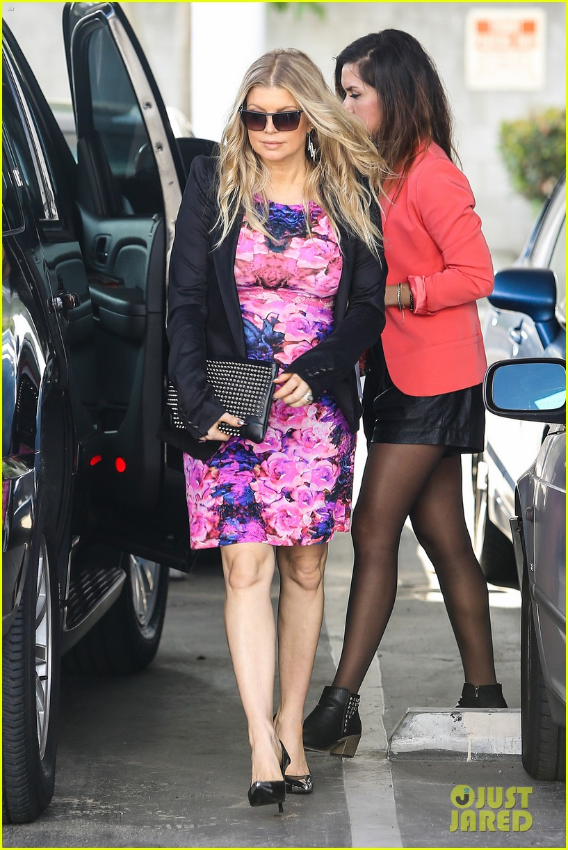 fergie flower power baby bump 182868215