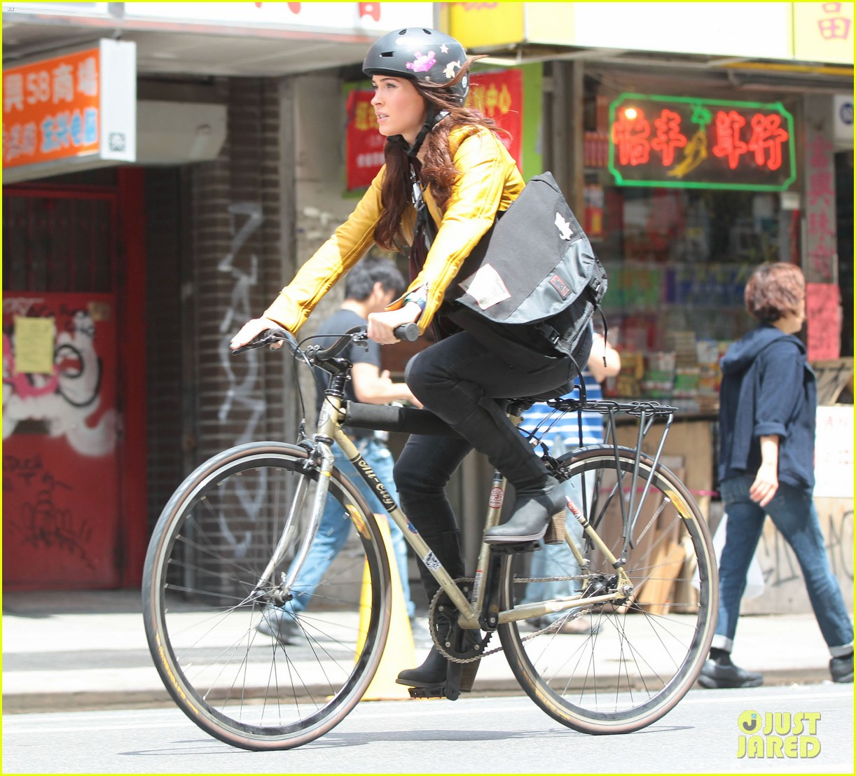 megan fox biking babe for teenage mutant ninja turtles 032868056
