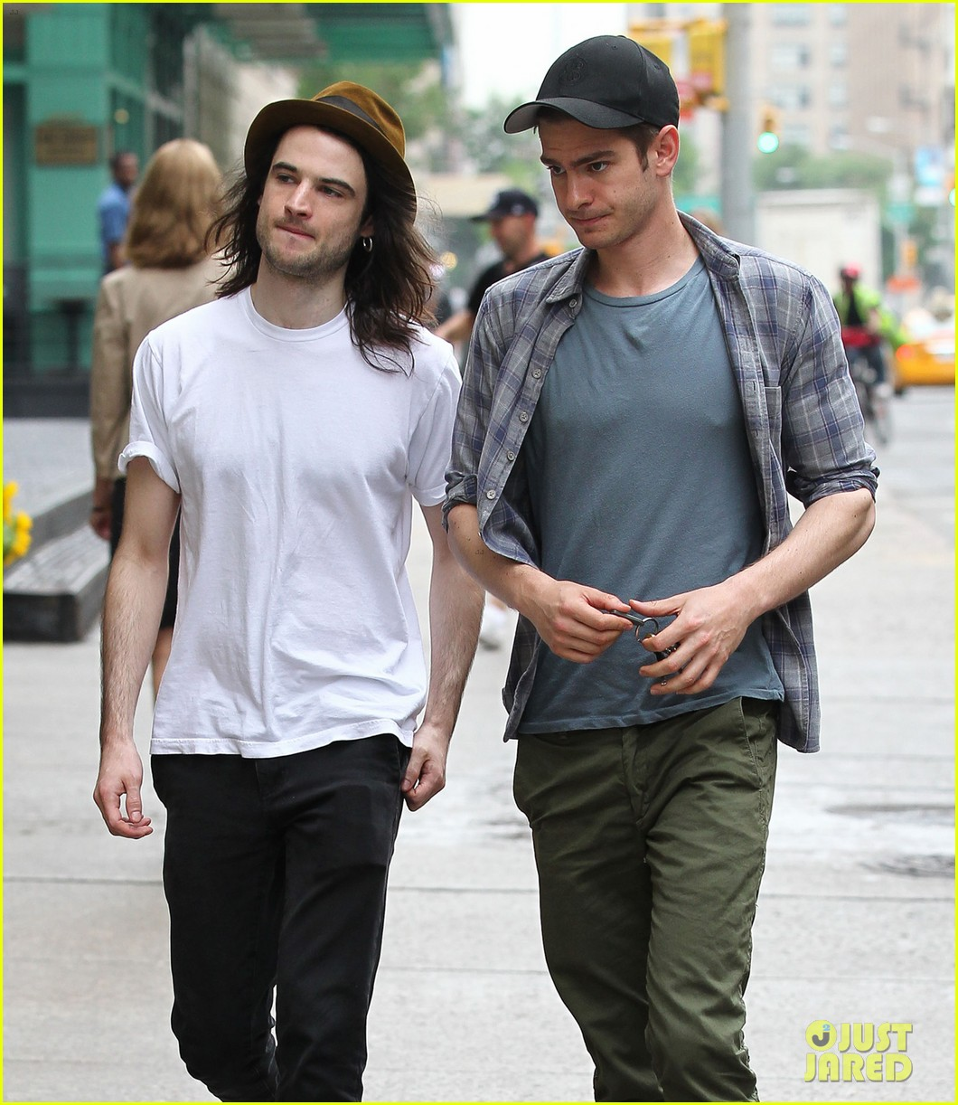 andrew garfield tom sturridge manhattan dog walkers 062876325