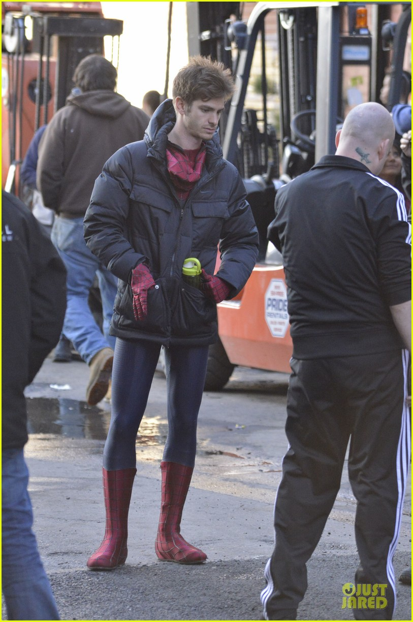 emma stone andrew garfield morning stroll before amazing spiderman 2 filming 032870381