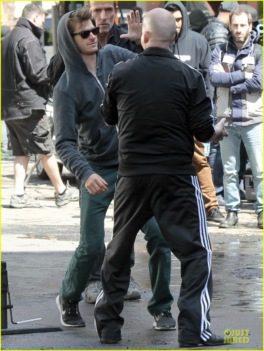 emma stone andrew garfield morning stroll before amazing spiderman 2 filming 052870383