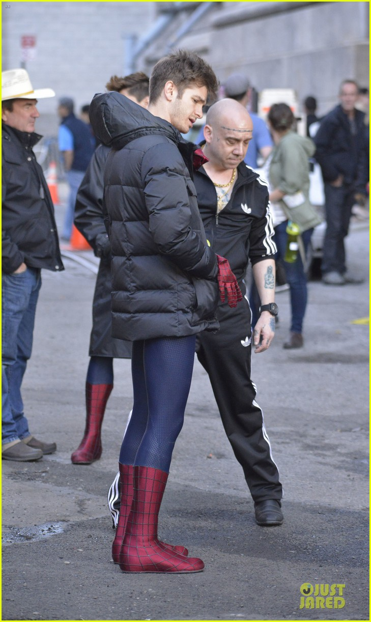 emma stone andrew garfield morning stroll before amazing spiderman 2 filming 06