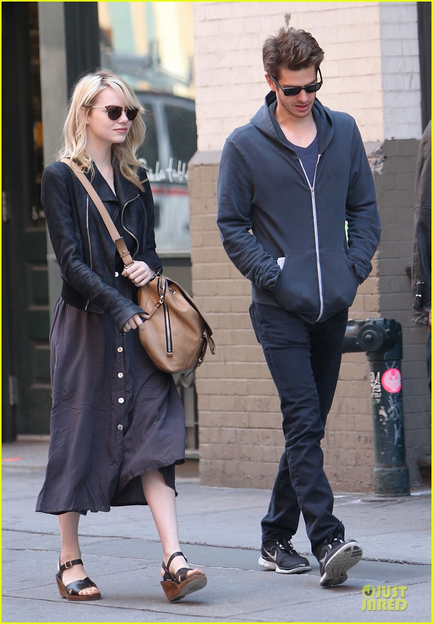 emma stone andrew garfield morning stroll before amazing spiderman 2 filming 112870389