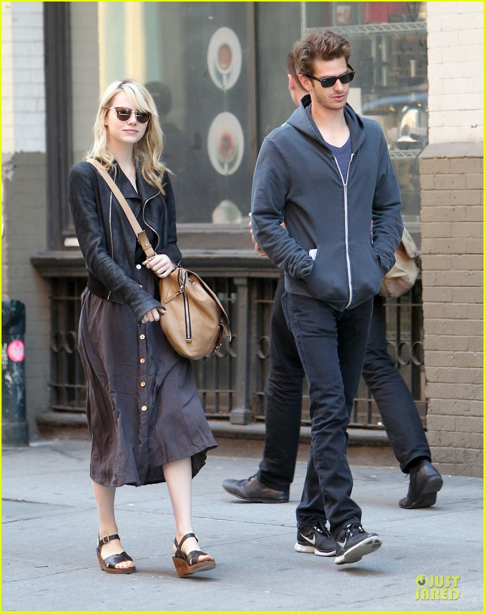 emma stone andrew garfield morning stroll before amazing spiderman 2 filming 122870390