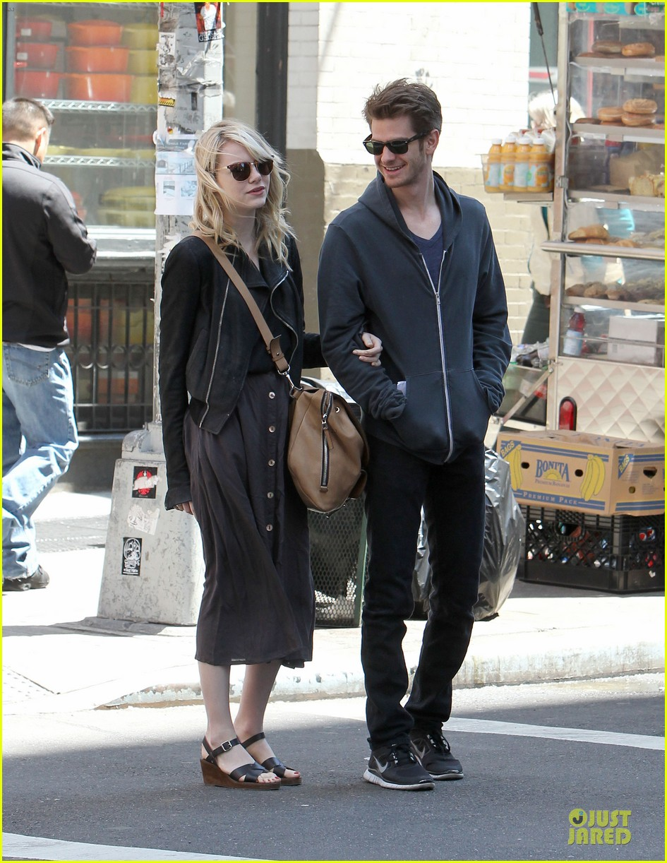 emma stone andrew garfield morning stroll before amazing spiderman 2 filming 132870391