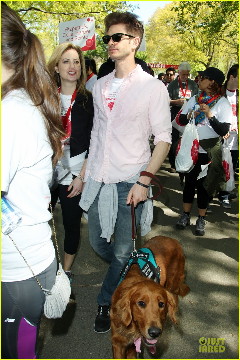 andrew garfield emma stone holding hands at eif revlon run walk 062863535
