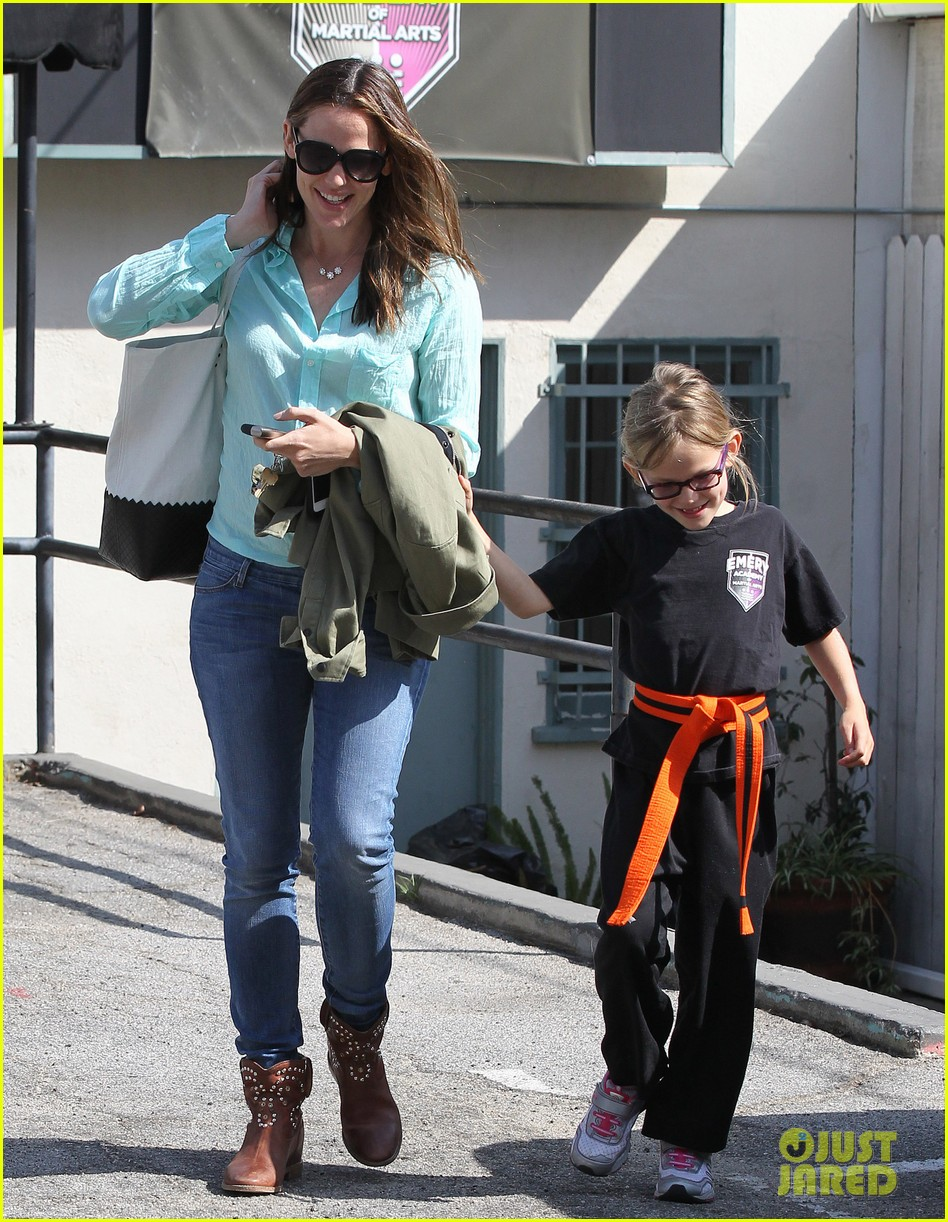jennifer garner busy week with violet 112867835
