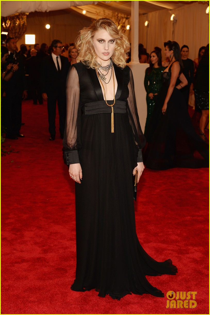 greta gerwig leelee sobieski met ball 2013 red carpet 012865582