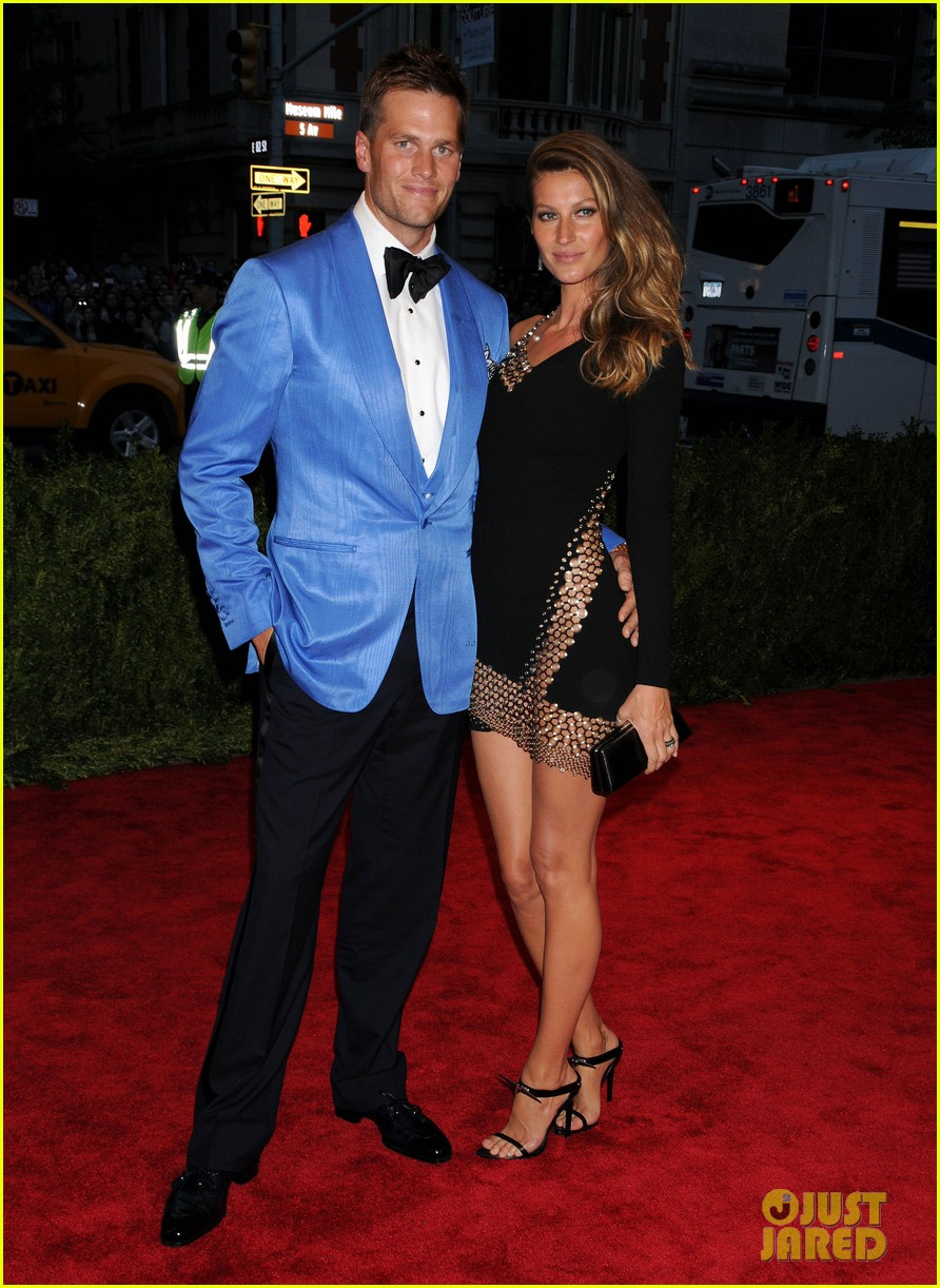 gisele bundchen tom brady met ball 2013 red carpet 05