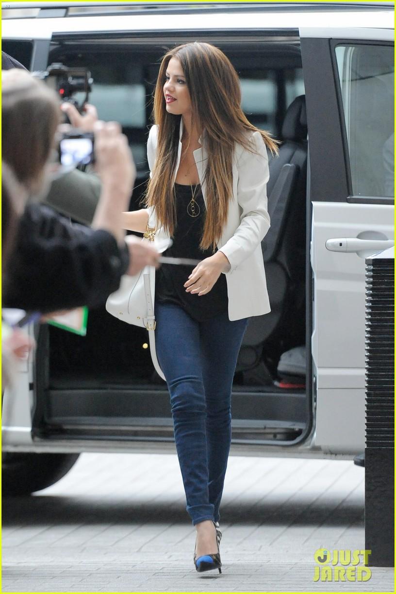 Selena Gomez BBC Radio 1 Visit Photo 2876054 Selena