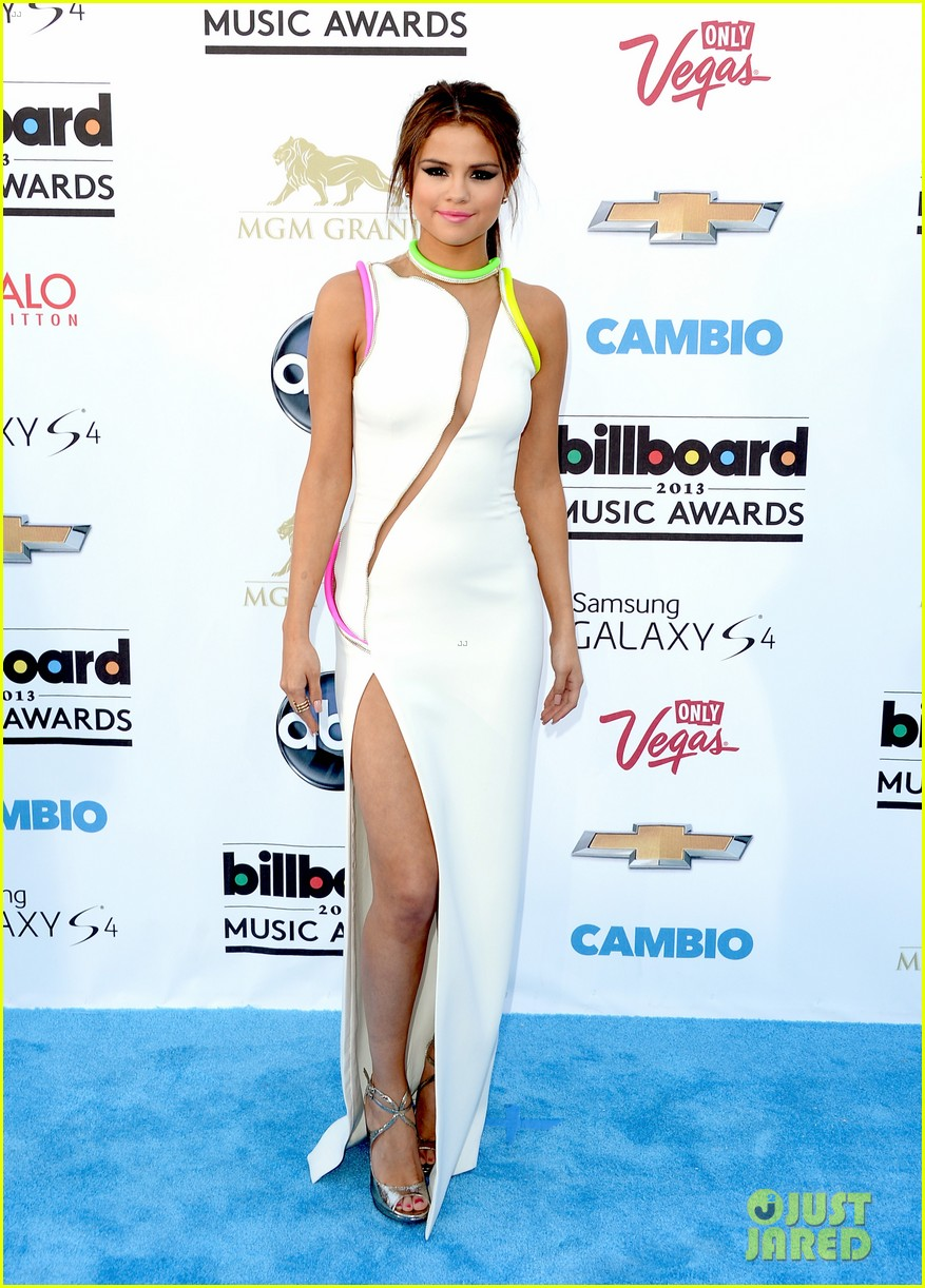 selena gomez billboard music awards 2013 red carpet 082873919