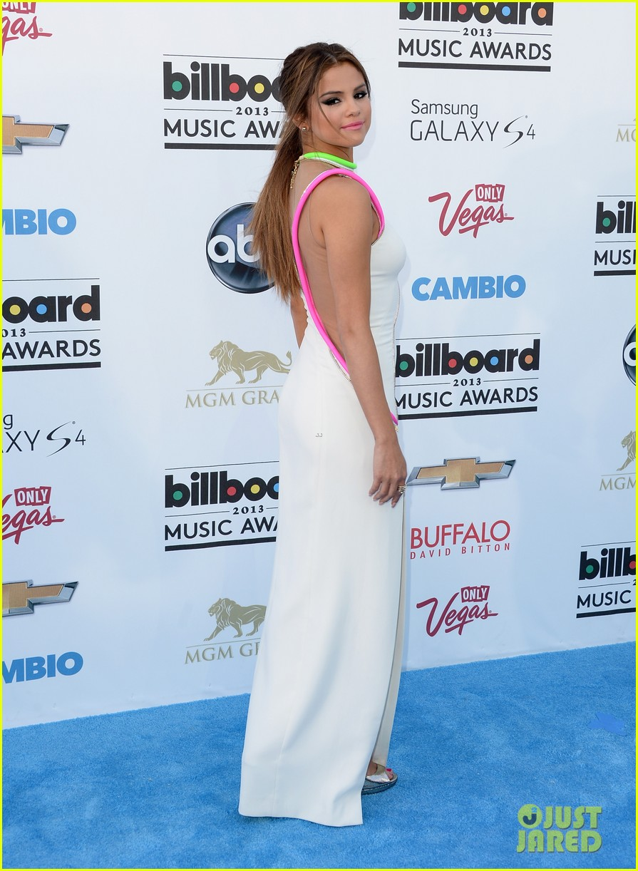 selena gomez billboard music awards 2013 red carpet 122873923