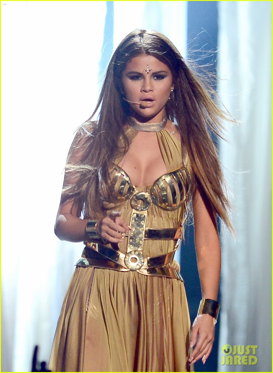 selena gomez billboard music awards 2013 performance video 032874064
