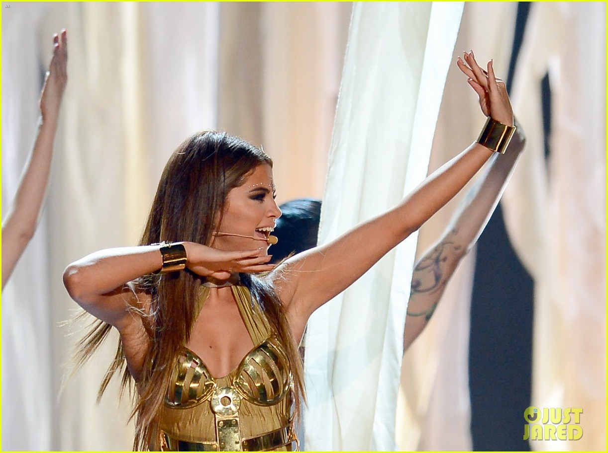 selena gomez billboard music awards 2013 performance video 072874068