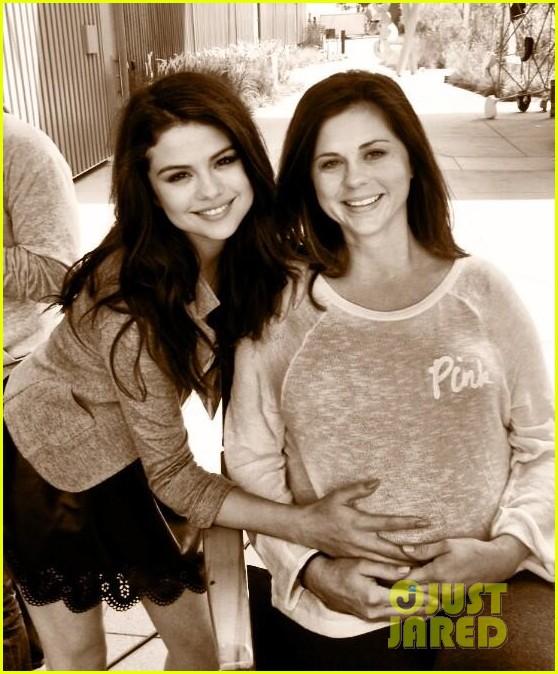 selena gomezs mom mandy pregnant 012869410
