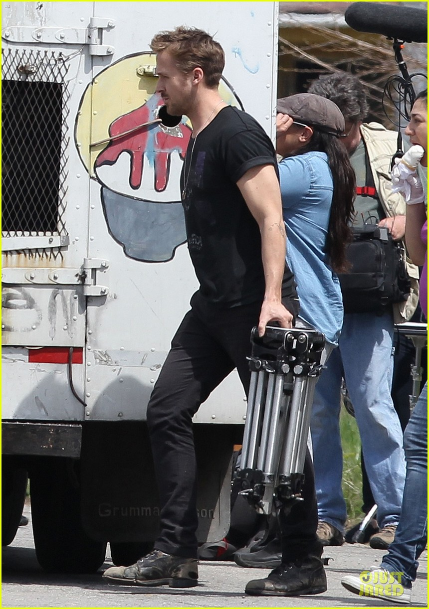 ryan gosling bulging biceps on how to catch a monster set 152863586