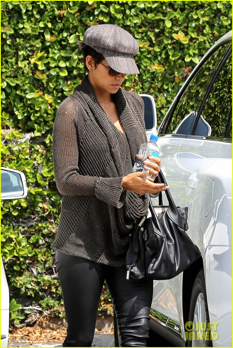 halle berry rocks leather pants while shopping 022867207