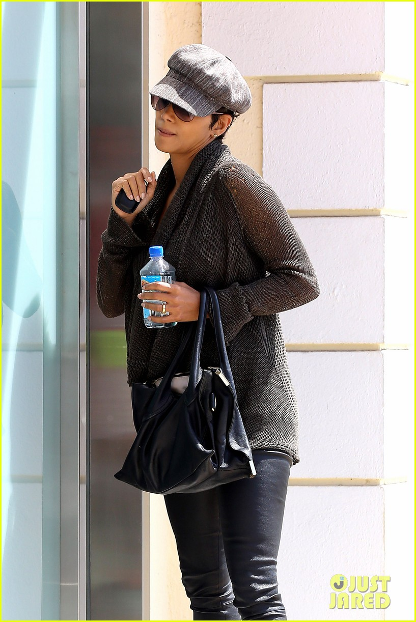halle berry rocks leather pants while shopping 042867209