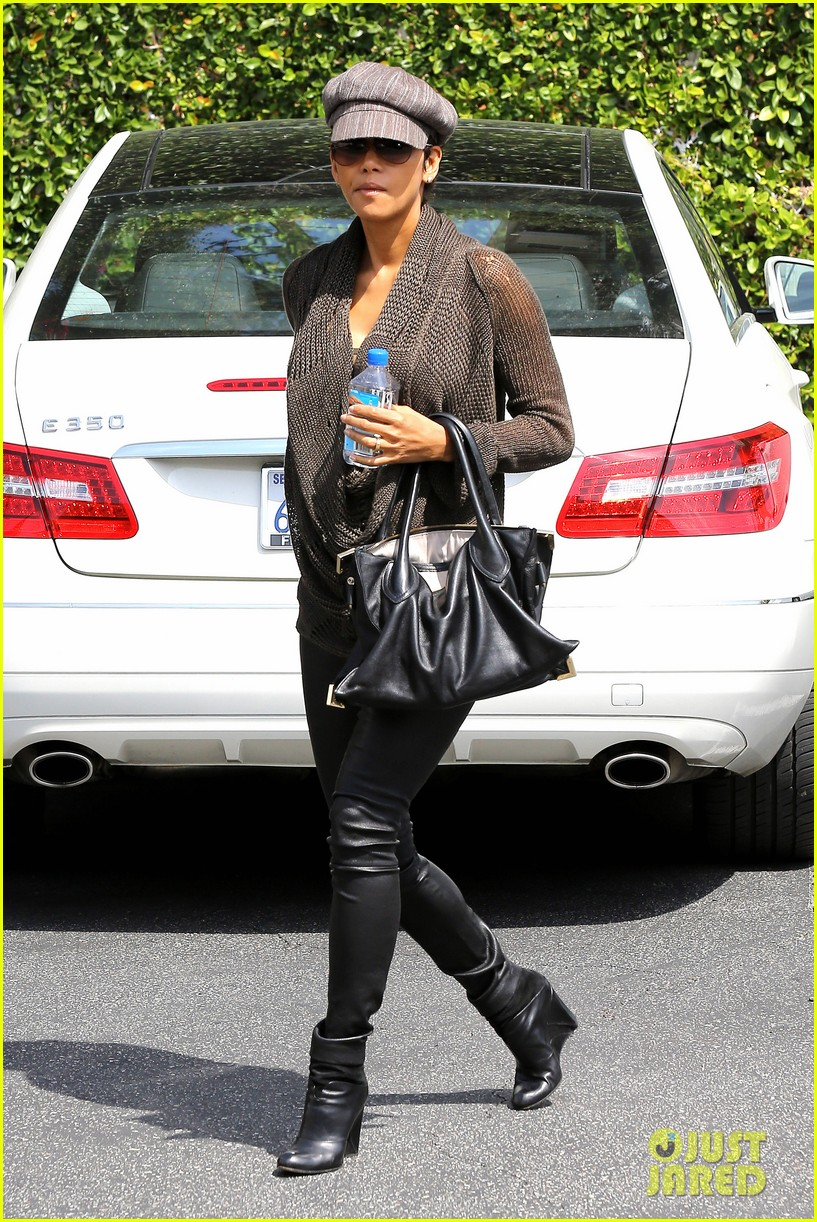 halle berry rocks leather pants while shopping 082867213