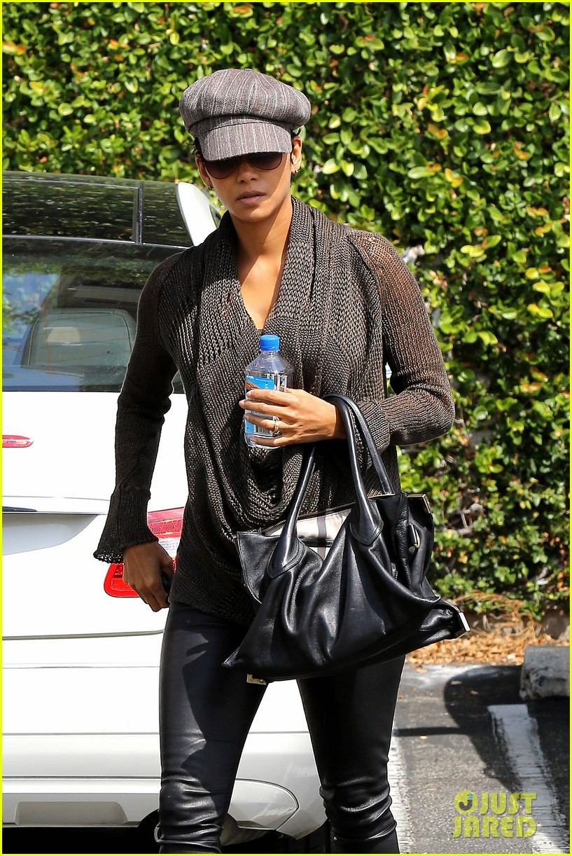 halle berry rocks leather pants while shopping 092867214