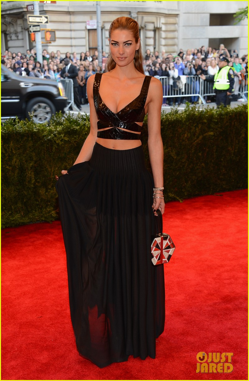 jessica hart met ball 2013 red carpet 032865635