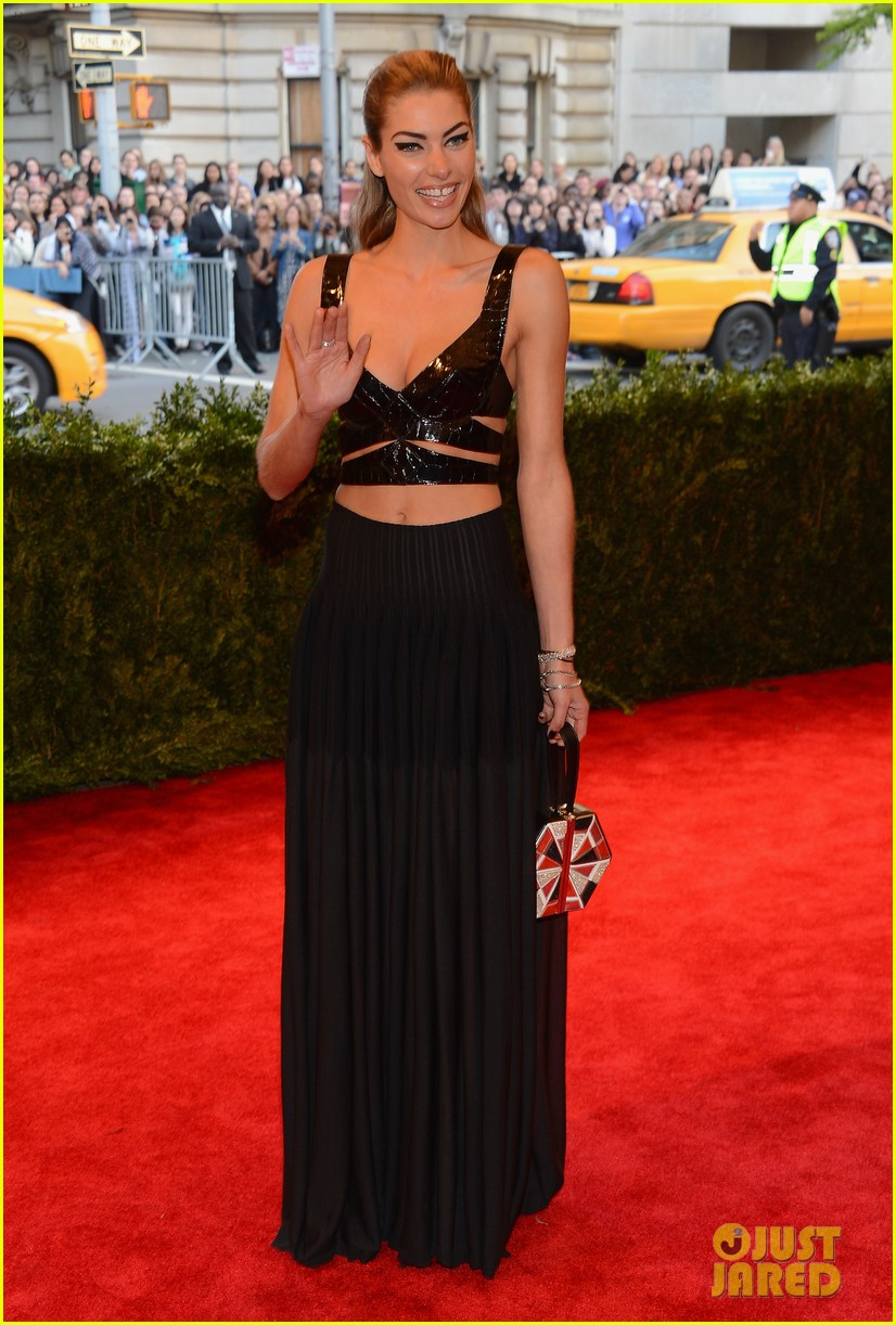 jessica hart met ball 2013 red carpet 04